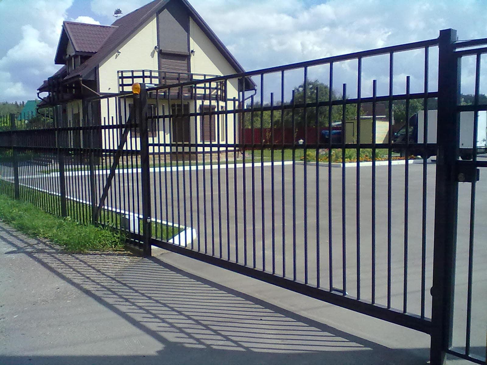 металлические откатные ворота с автоматикой