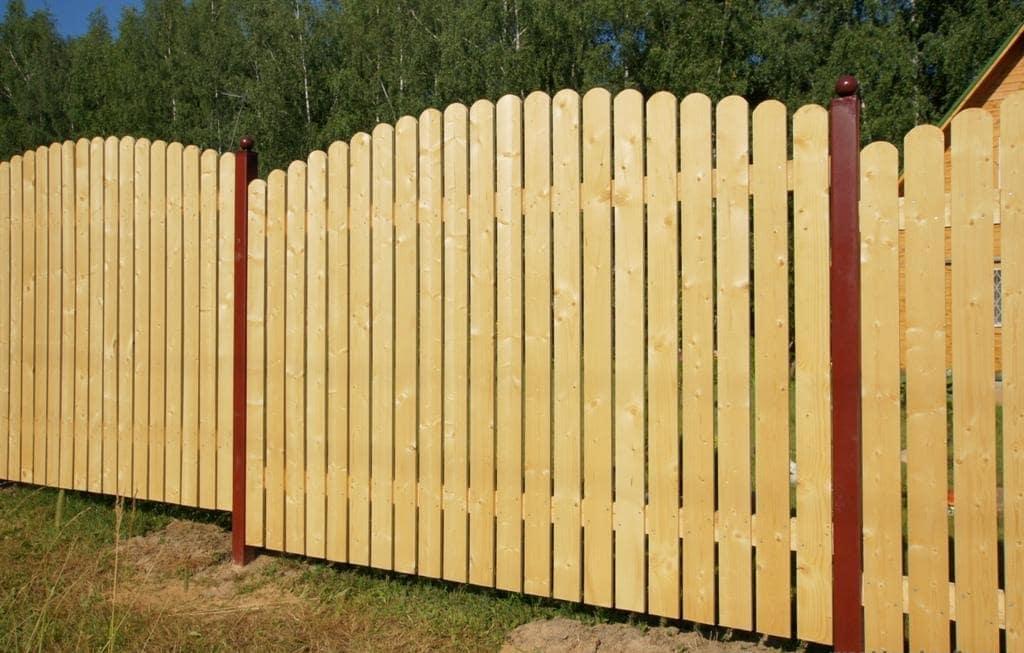 Деревянный забор без покраски