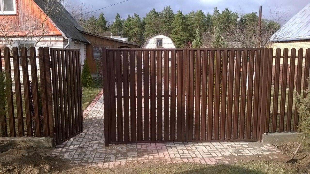 Забор из евроштакетника прямого