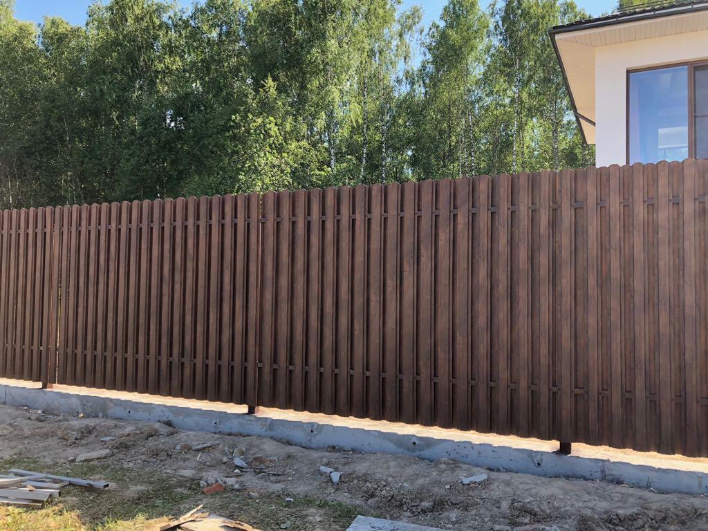 Забор из евроштакетника принтек