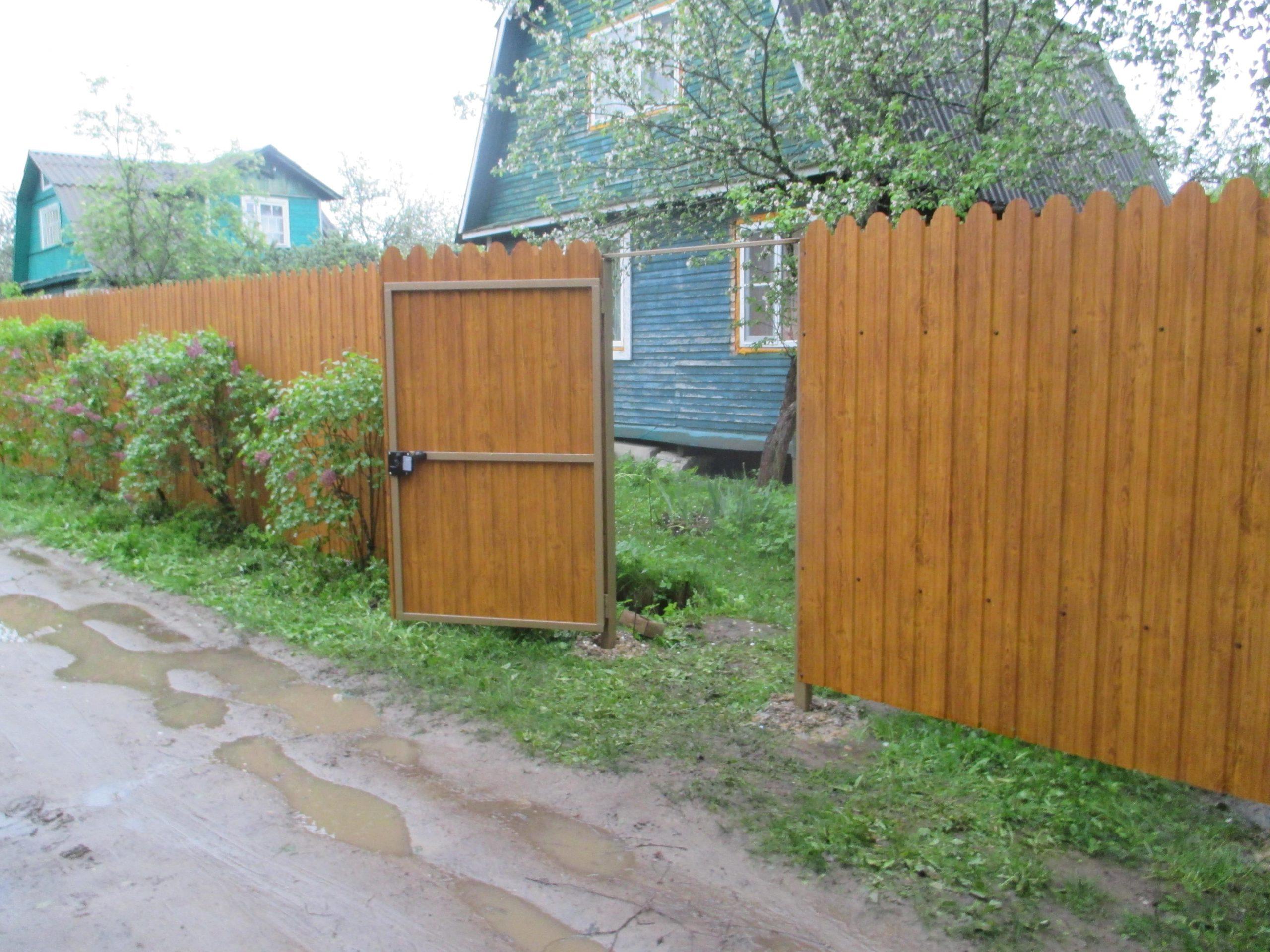 Забор из фигурного профнастила принтек