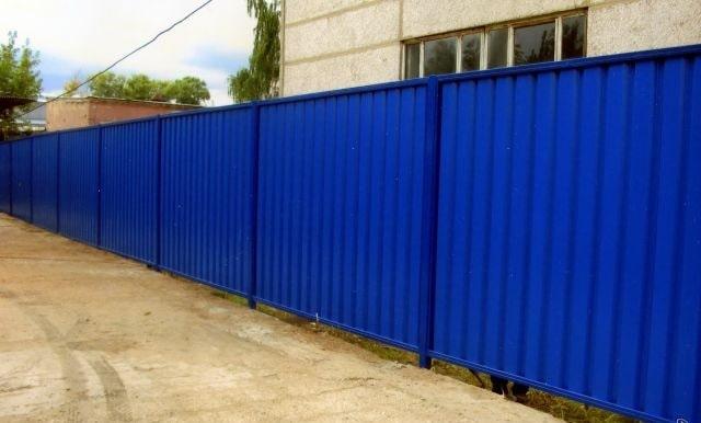 Забор из профнастила синий