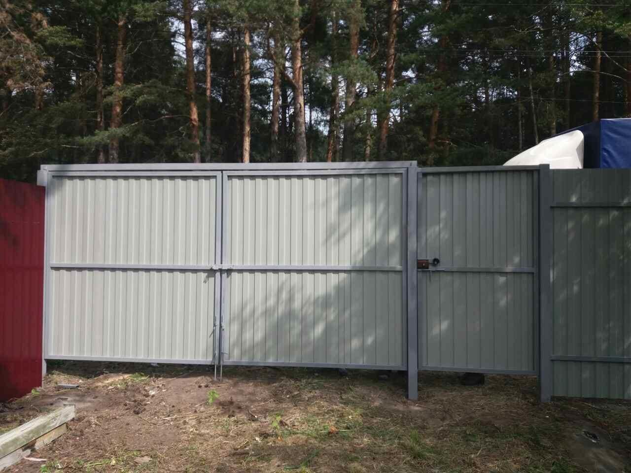 Забор из профнастила ворота и калитка задний вид