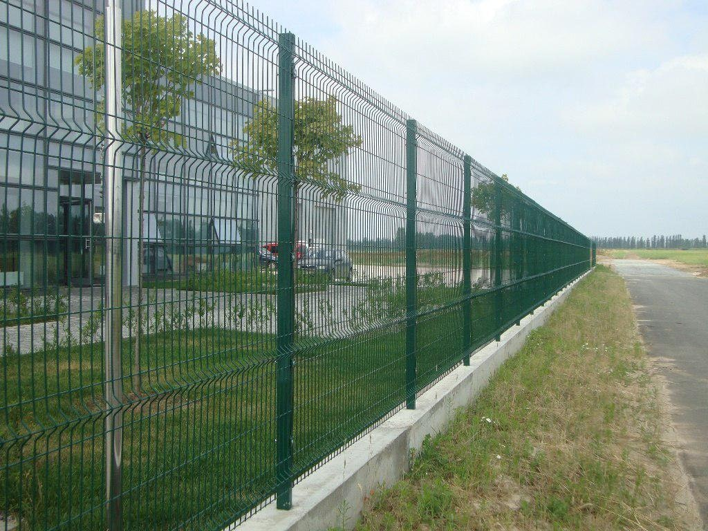 Забор из сетки 3д зеленый на фундаменте