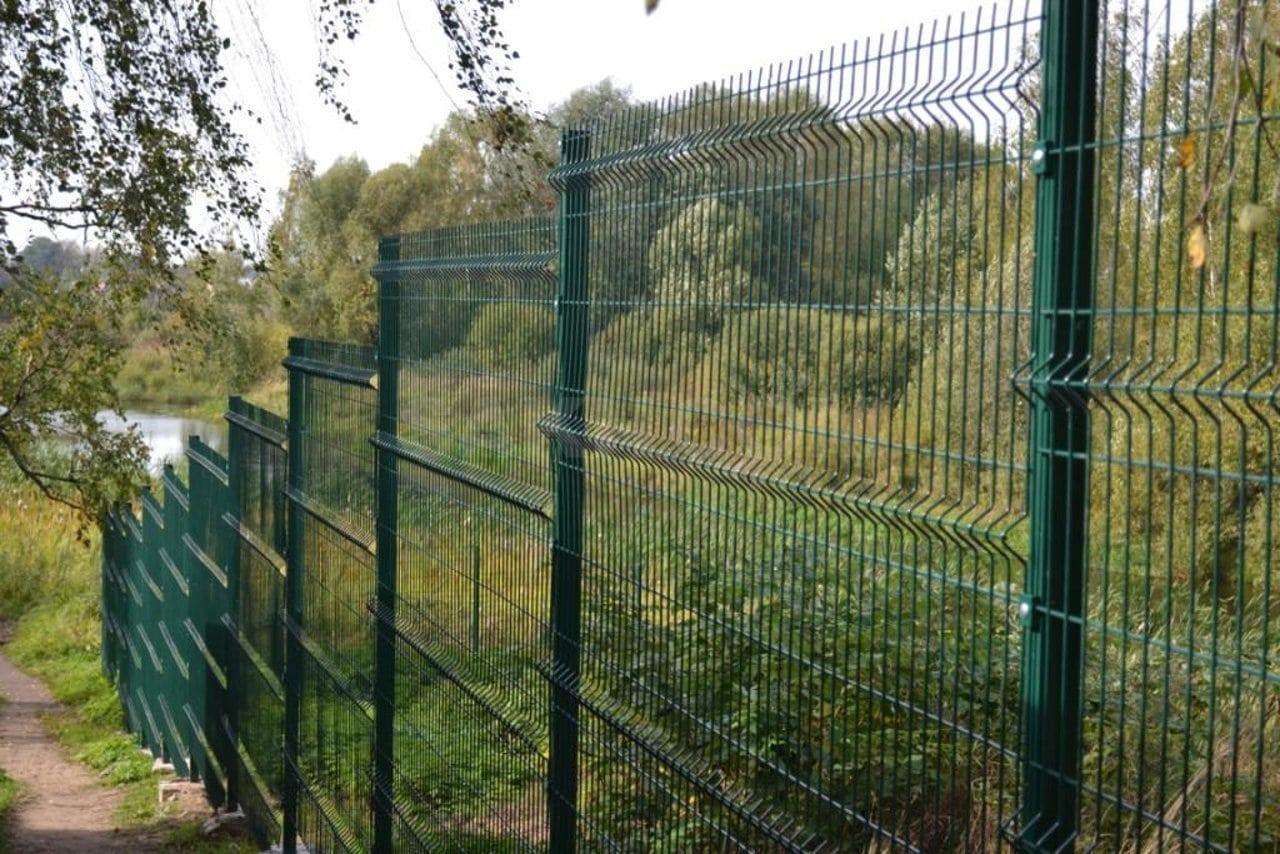 Забор из сетки 3д лесенкой