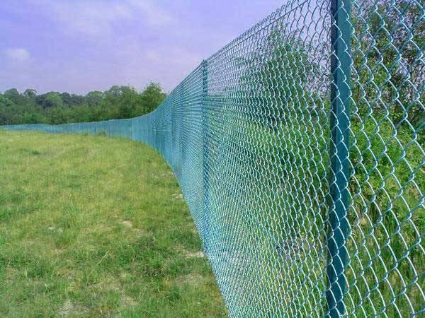 Забор из сетки рабицы высокий