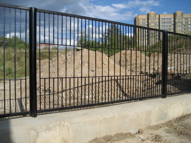 Забор сварной на ленточном фундаменте